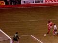 Paul Vaessen testar Barry Daines i Tottenham-målet