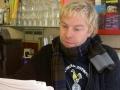 Mathias Bridfelt kopplar av på Bar Italia
