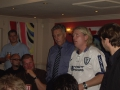 Martin Chivers ser inte så glad ut när Micce Ström kommer in i rummet.